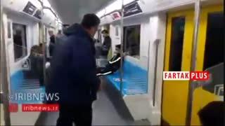 لطفا اینگونه سوار مترو شوید